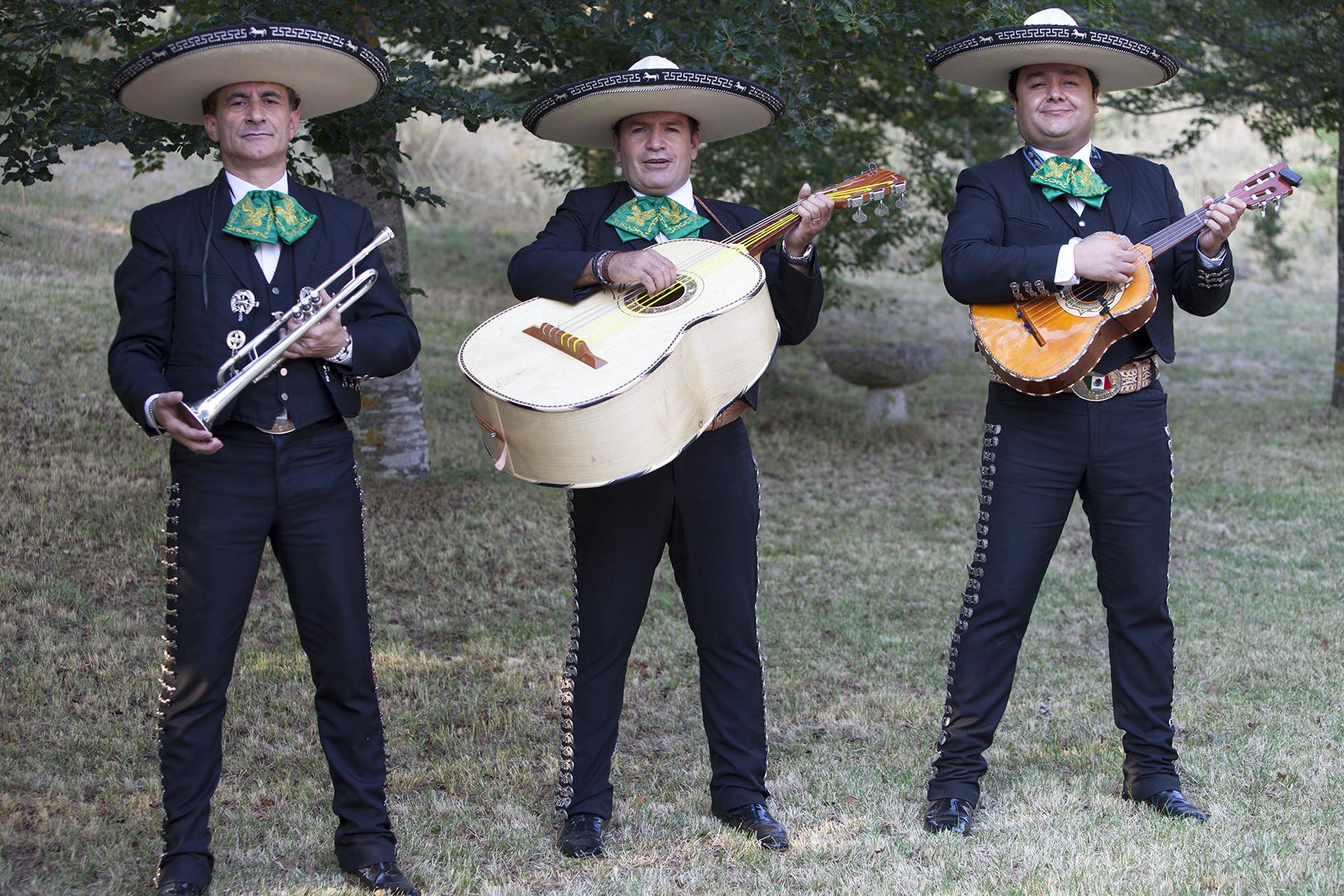 mariachis1mail.jpg